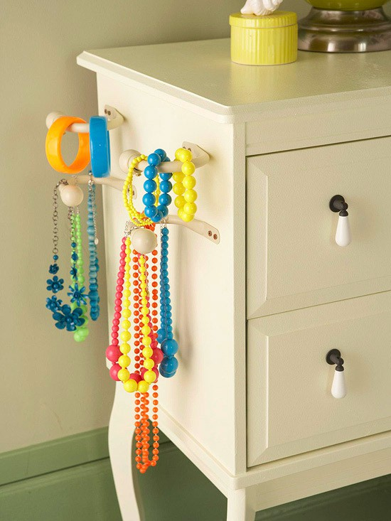 50 fun ways to hang your jewelry broke healthy 25 towel hooks solutioingenieria Image collections